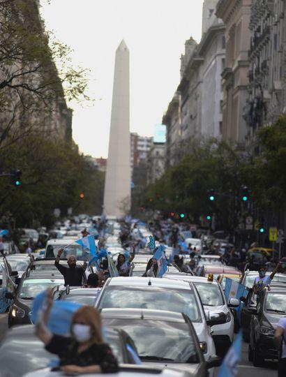 Miles de personas marcharon en apoyo al Gobierno.