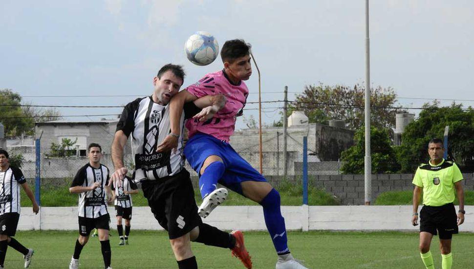 Vuelve el fútbol local, Moreno recibe esta noche a Defensa.