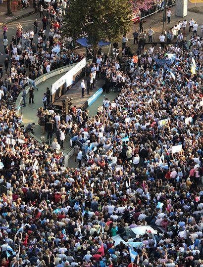 """""""No están solos queridos bonaerenses"""", afirmó el Presidente en la marcha del #SíSePuede"""