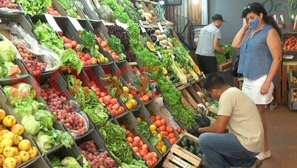 Vuelven a abrir verdulerías y almacenes que comercializan frutas, verduras y hortalizas