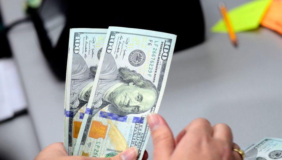 El dólar se recupera: subió 25 centavos y terminó en $43,87