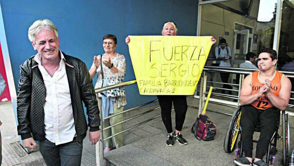 El juninense Miguel De Gracia viajó hasta Tucumán  para acompañar al cantante.