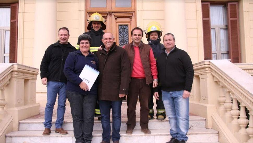 Entregaron un subsidio municipal a los Bomberos Voluntarios de Granada