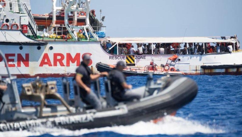 Reclaman el desembarco inmediato de 134 migrantes