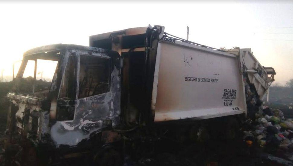 Se incendió un camión recolector municipal en Chacabuco