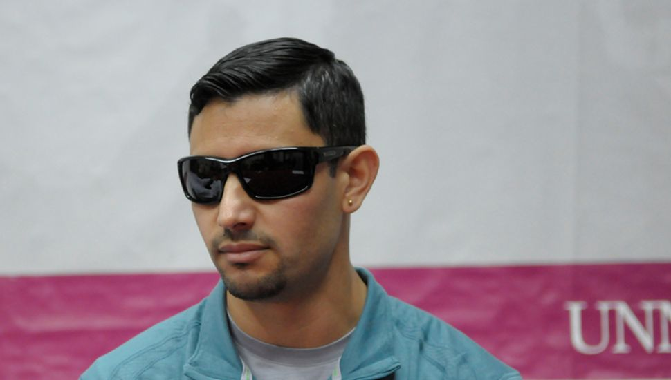 Alexis Acosta, destacado atleta paraolímpico argentino, durante la charla-debate de ayer en la Unnoba.