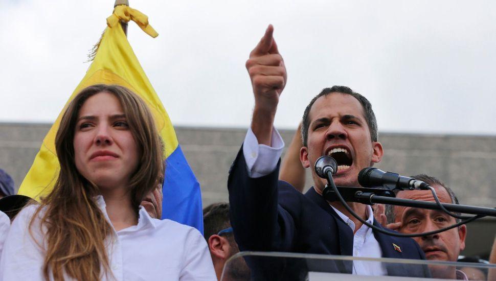 """Guaidó llegó a Venezuela y habló ante una multitud: """"Estamos más fuertes que nunca"""""""