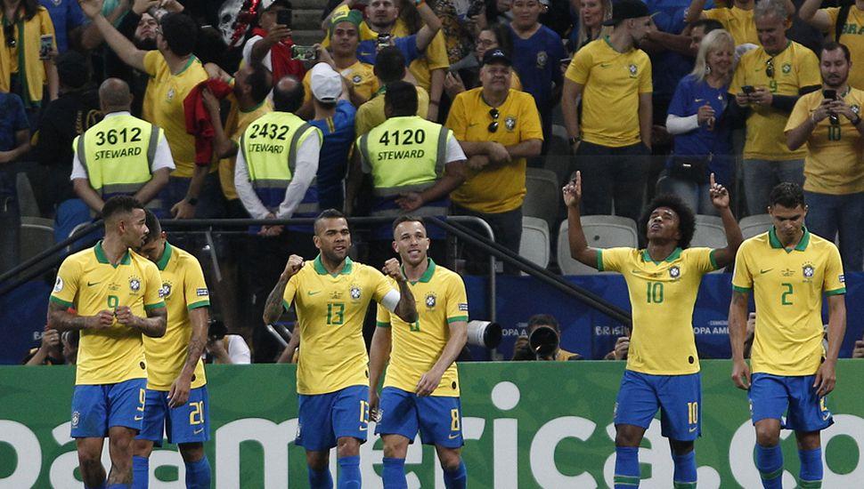 Brasil goleó, pasó de ronda y es candidato.