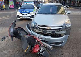 Un auto chocó contra una moto en la zona céntrica de Junín