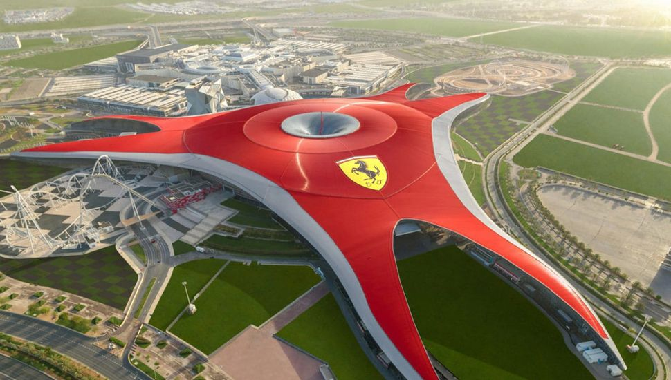 Ferrari World: el parque bajo techo más grande del mundo