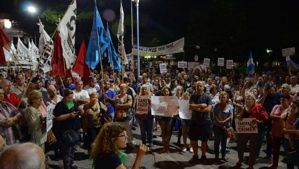 Hubo protestas en todo el país por la suba de las tarifas de luz y gas.