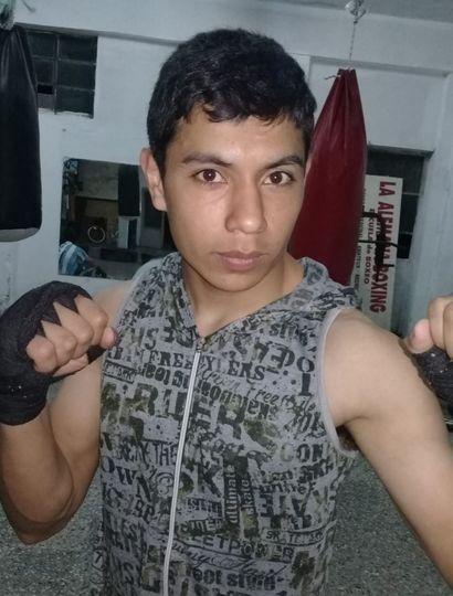 Cristian Morales va a combatir el viernes próximo con Juan Burgos.