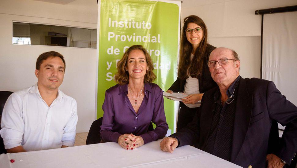 El intendente Tellechea junto a autoridades provinciales.
