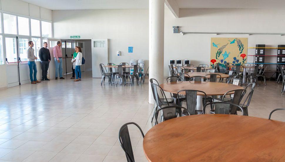 Estudian la posibilidad de que la escuela pueda funcionar, eventualmente, como un centro de atención intermedia.