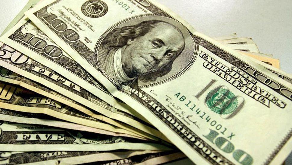 Otra vez el dólar cerró la jornada en alza y rozó los $ 45