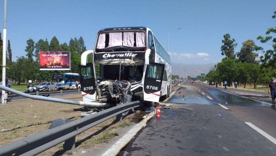Chocó otro colectivo en Mendoza: más de 20 heridos