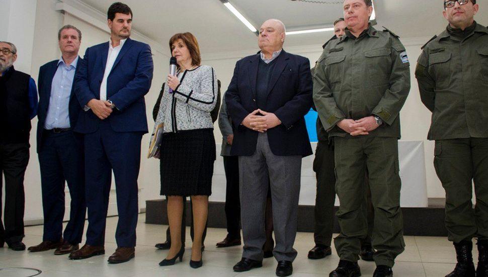 """Controversia política detrás de la nueva """"colimba"""" de Bullrich"""