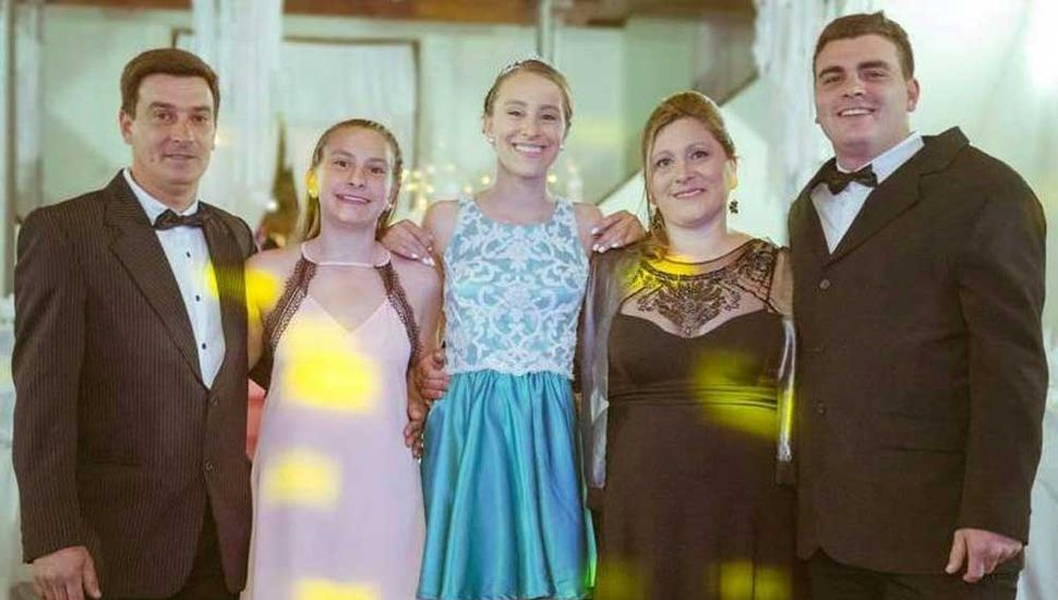 Al arribar a los soñados 15 años, Candela  Riscossa disfrutó de una hermosa fiesta