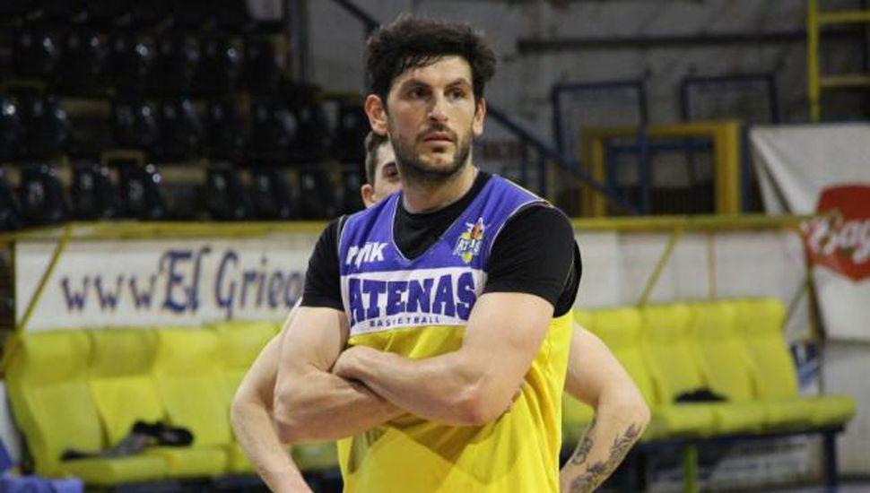 Emiliano Agostino, sigue en Atenas de Patagones.