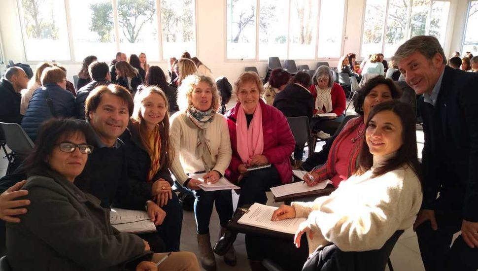 Participantes de una de las mesas de trabajo que se realizó en la jornada de perfeccionamiento.