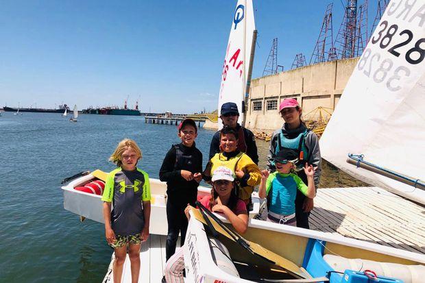 La delegación del Club Náutico Junín que compite en Mar del Plata.