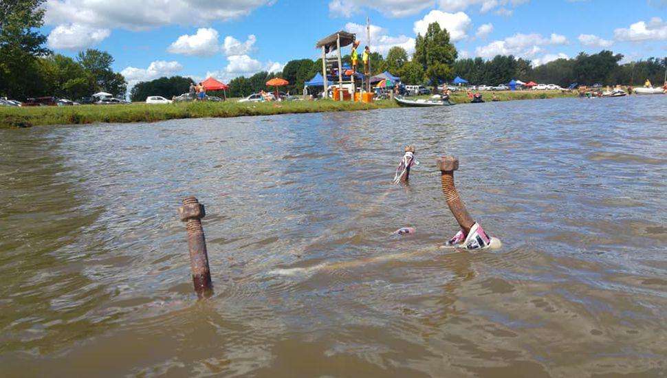 Denuncian la presencia de pernos oxidados que sobresalen de la Laguna en la zona del Costero