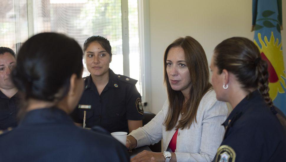 Vidal visitó la Comisaría de la Mujer de Ameghino y recorre municipios del interior