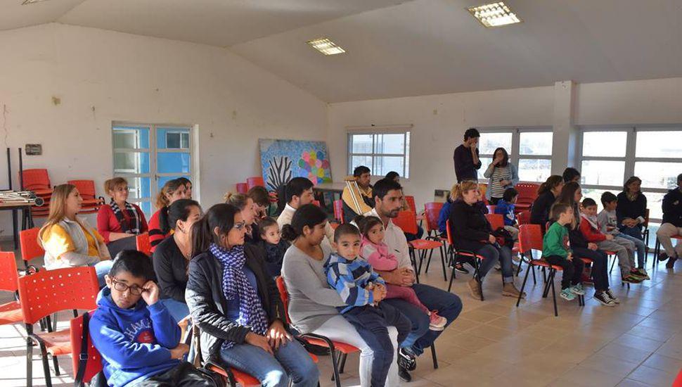 """""""Techo digno"""": sorteo y entrega de viviendas en Ameghino"""