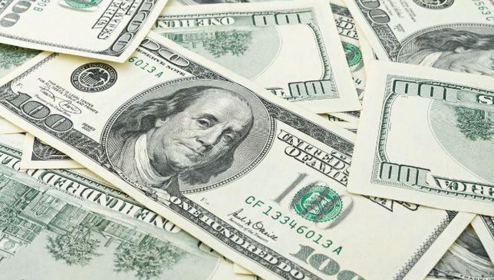 Dólar: arrancó en baja pero ya se acerca a los 47 pesos