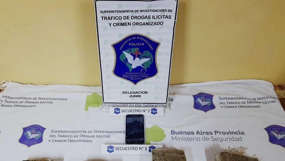 Iban a bordo de un auto: detenidos con cuatro panes de marihuana en Junín