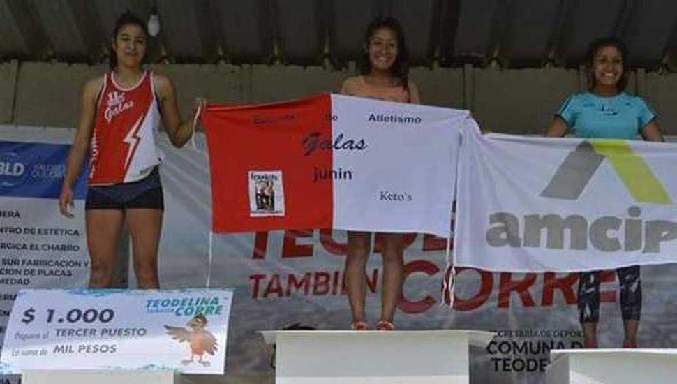 Podio de la general damas con las juninenses Talía Silva (1ª), a Andrea Silva (2ª) y Daiana Tobal (3ª).