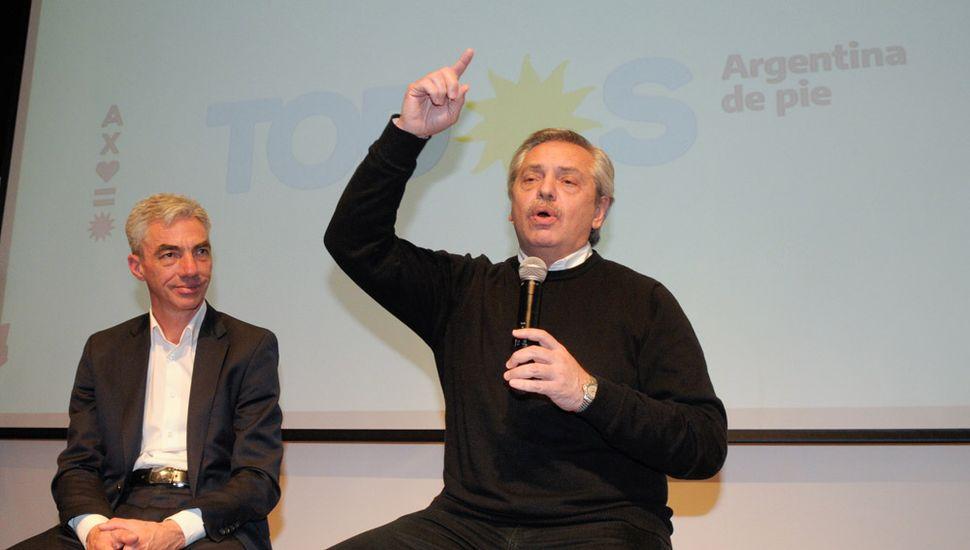 Alberto Fernández, junto a Mario Meoni, en Junín, durante la última campaña electoral.