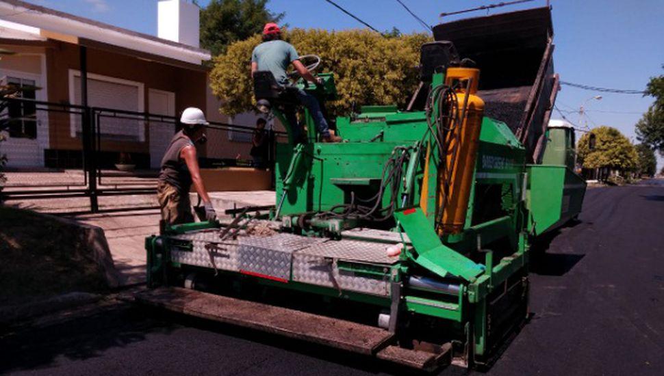 Realizan trabajos de repavimentación en Arenales