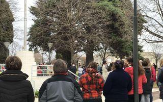 La marcha de los vecinos por la nena violada en Fortín Olavarría.