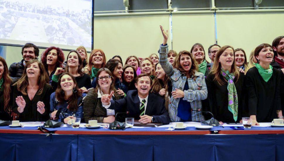 Diputados a favor del proyecto de aborto legal lograron el dictamen de mayoría