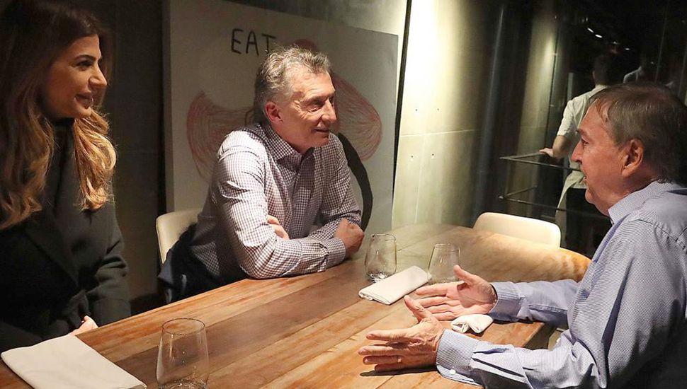 Mauricio Macri tuvo su resbalón, porque en su paso por Córdoba no obtuvo un apoyo demostrable de Juan Schiaretti, quien le cuestionó la política económica.