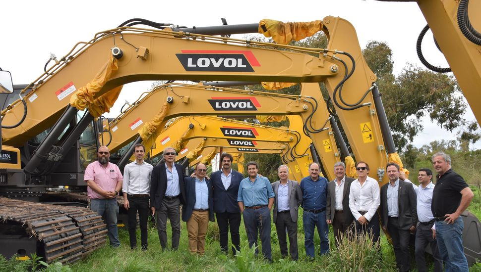 Junín, entre los municipios que recibieron maquinaria vial para reparar caminos rurales
