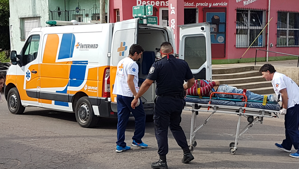 En la esquina Niñas de Ayohuma y Juan Bautista Alberdi se produjo el accidente de ayer por la tarde.