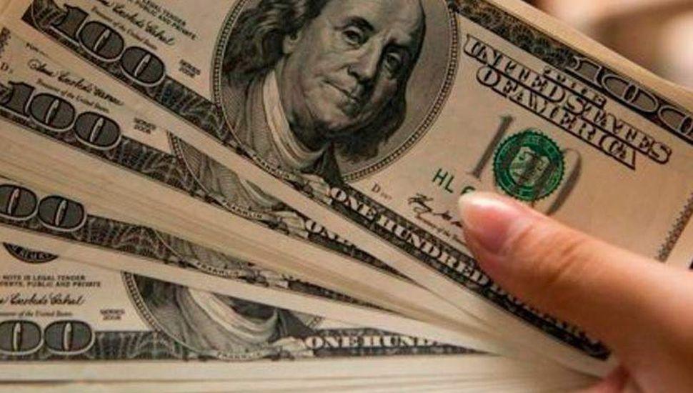 Bajó el dólar