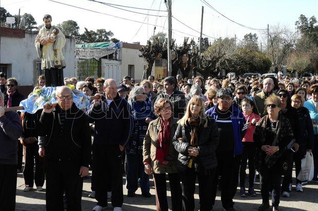 Los fieles participaron de la procesión.