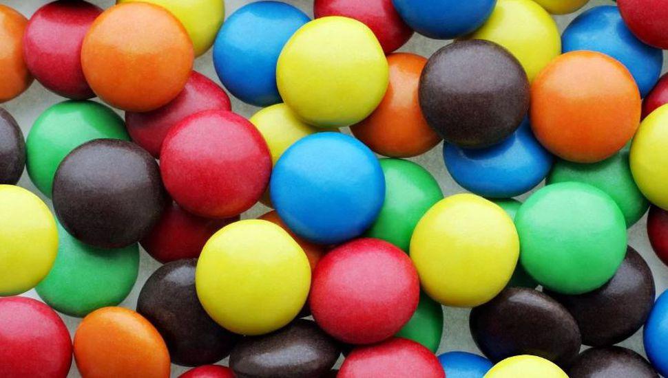 La ANMAT prohibió unos confites de chocolate y un orégano deshidratado