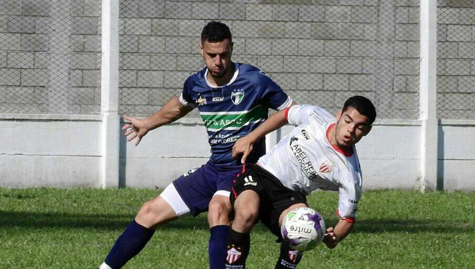Tomás Uvilla, buen delantero de Rivadavia de Lincoln.