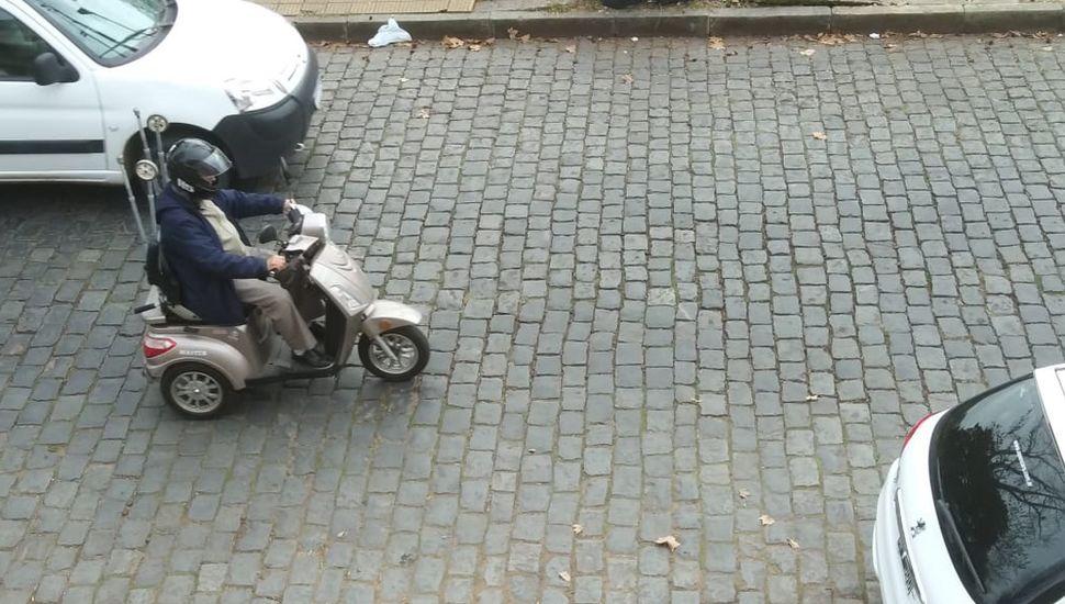Un triciclo a batería en las calles de El Picaflor.