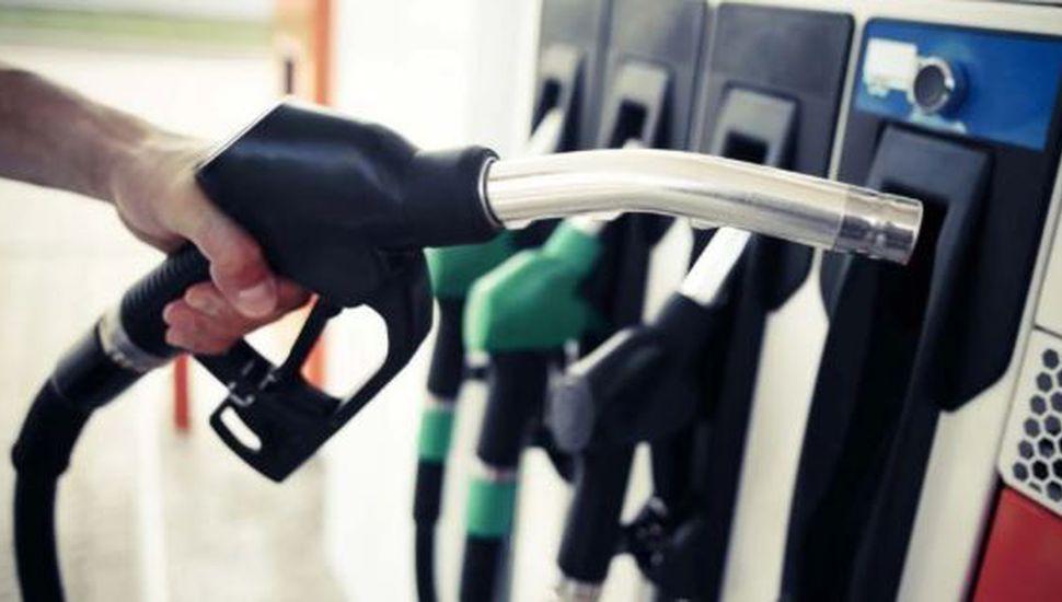 El Gobierno postergará una suba de impuestos para moderar el aumento de las naftas
