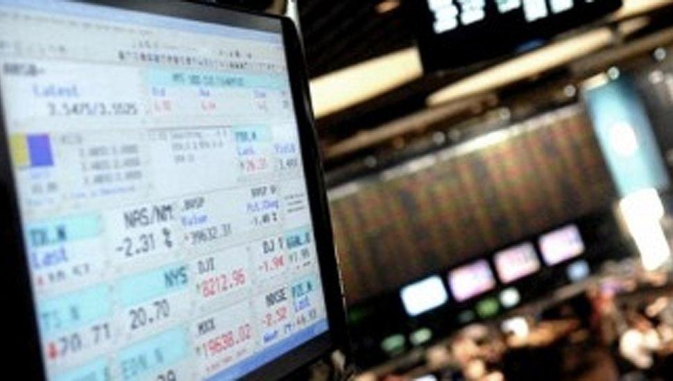 La bolsa porteña sube 6%, el dólar cerró a $ 57 y el riesgo país baja a 2.333 puntos