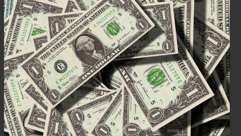 El dólar sube 60 centavos y alcanza el máximo valor