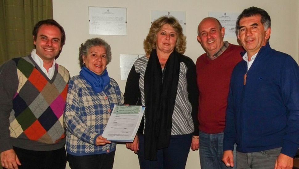 Zavatarelli, Guerrera y Ocampo entregan el subsidio para los Bomberos de Germania.