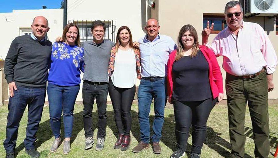 Guerrera y otros intendentes de la región y la diputada provincial Valeria Arata compartiendo con Axel Kicillof.