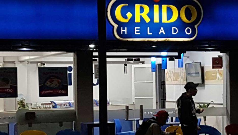 Asalto en la heladería Grido de Rivadavia casi República Libanesa.