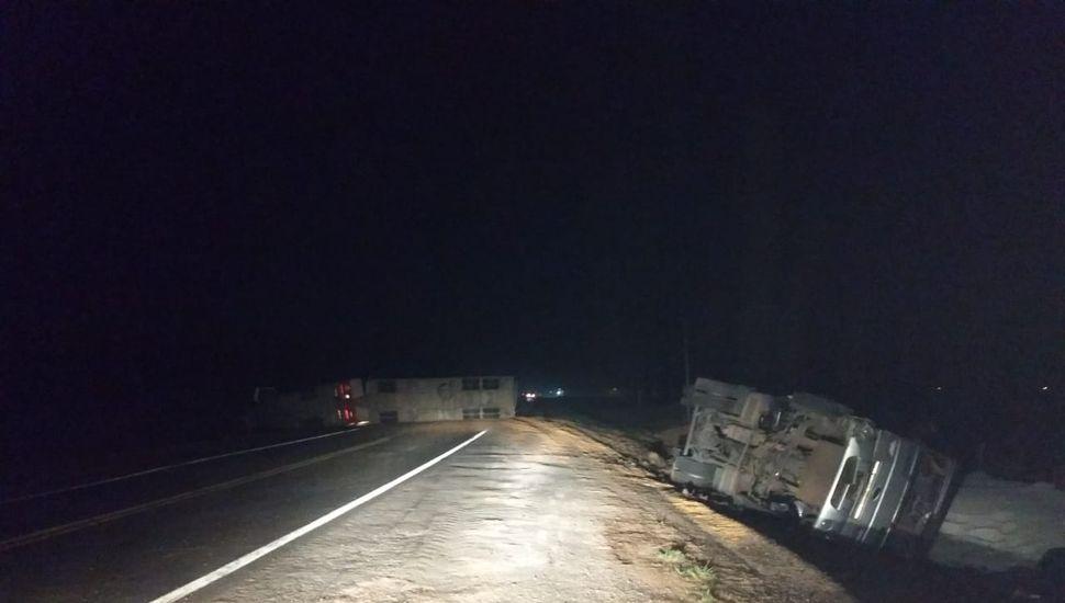 Otro accidente en la Ruta Nacional 188: volcaron dos camiones